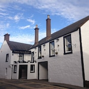 Airlie Arms Hotel