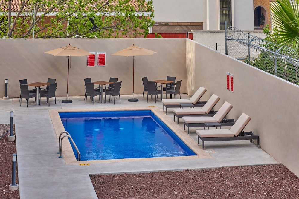 Outdoor Pool, Extended Suites Tijuana Macroplaza