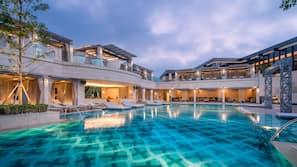 Indendørs pool, udendørs pool
