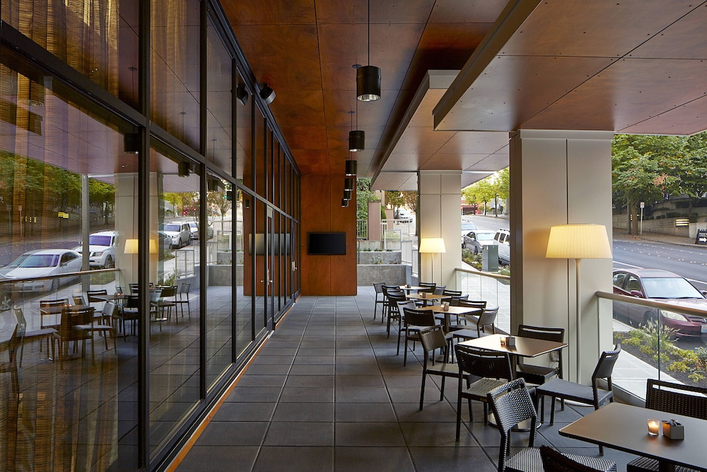 Outdoor Dining, AC Hotel by Marriott Seattle Bellevue/Downtown