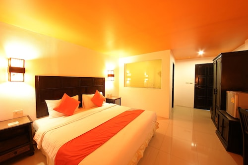 OYO 126 Patong Station House Hotel