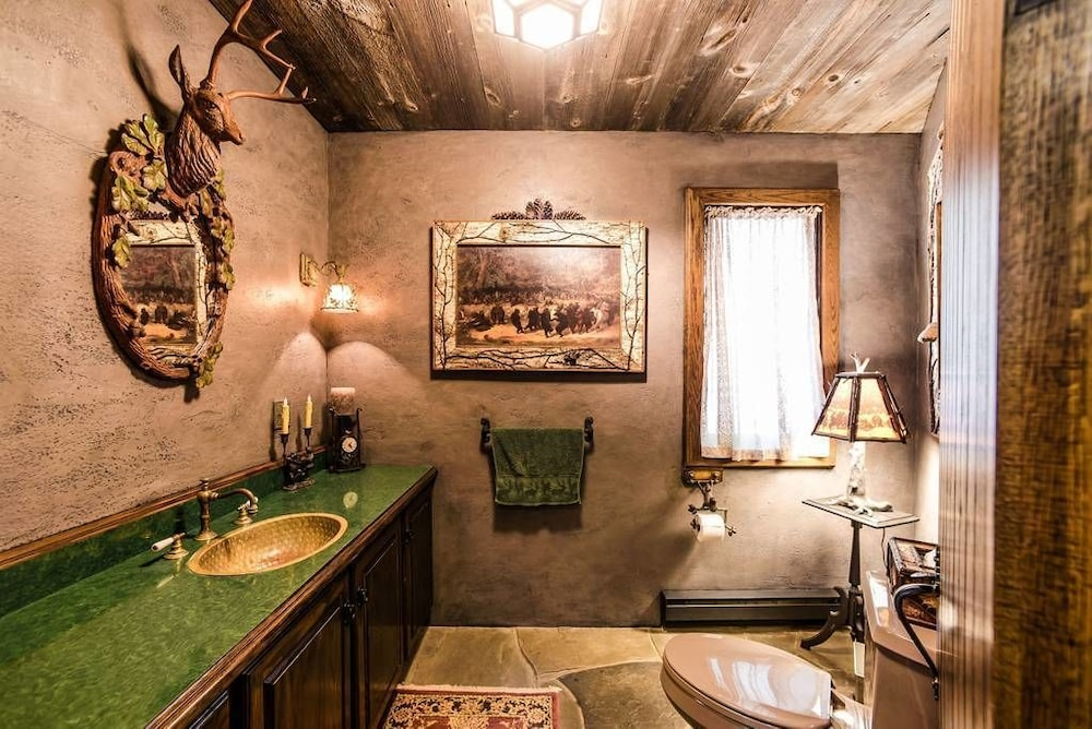 Bathroom, Highlands Castle