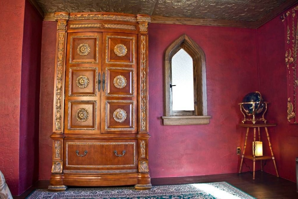 Room, Highlands Castle
