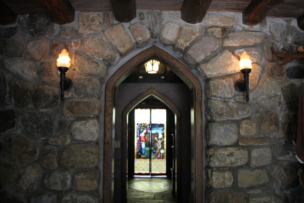 Interior, Highlands Castle