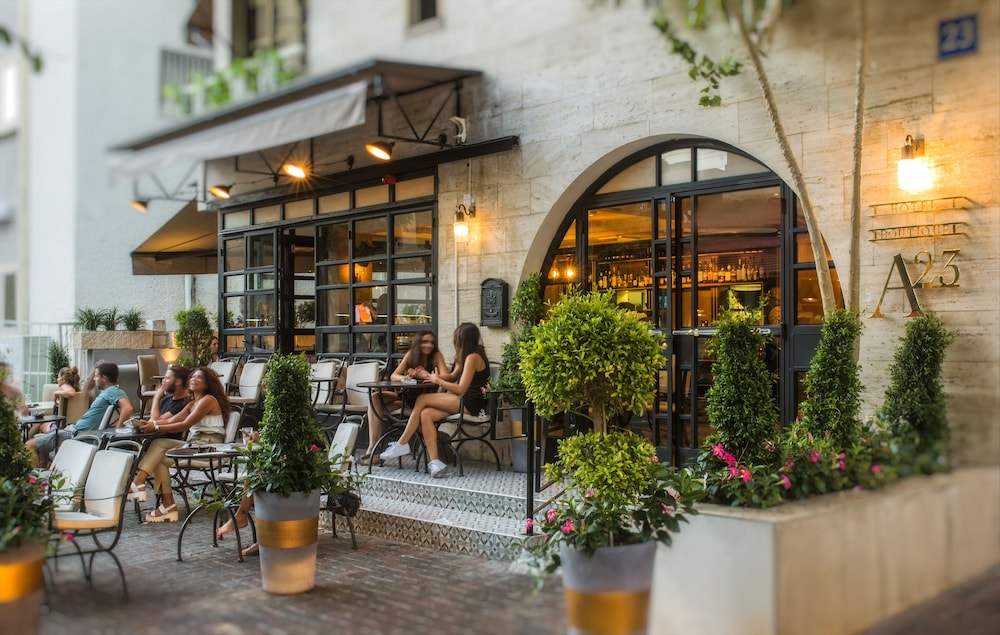 Outdoor Dining, A23 Boutique Hotel