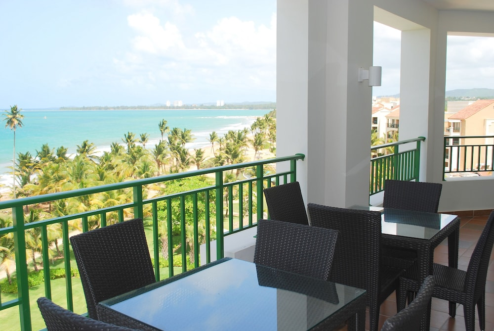 Outdoor Dining, VPR Apartments- Ocean Villas at Rio Mar