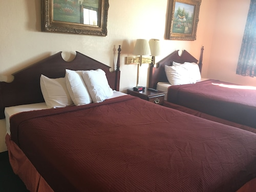 Great Place to stay Derby Inn & Suites near Nicholasville