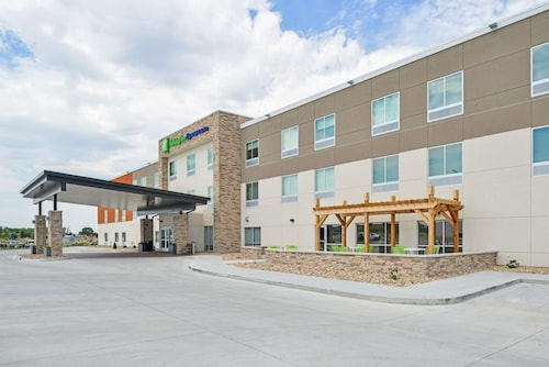 Holiday Inn Express & Suites - Chadron, an IHG Hotel