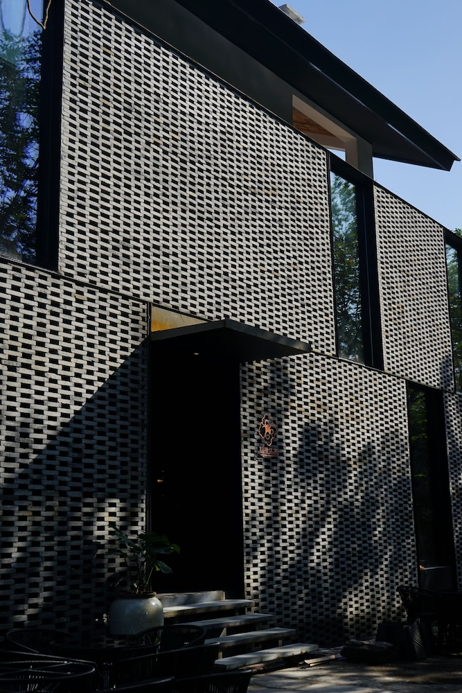 Exterior detail Featured Image Seclusive Life
