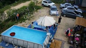 4 개의 야외 수영장