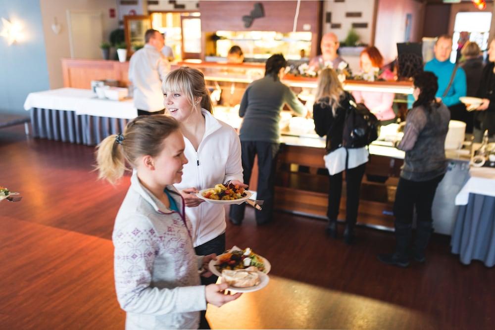 le petit-déjeuner buffet sport   spa hotel vesileppis