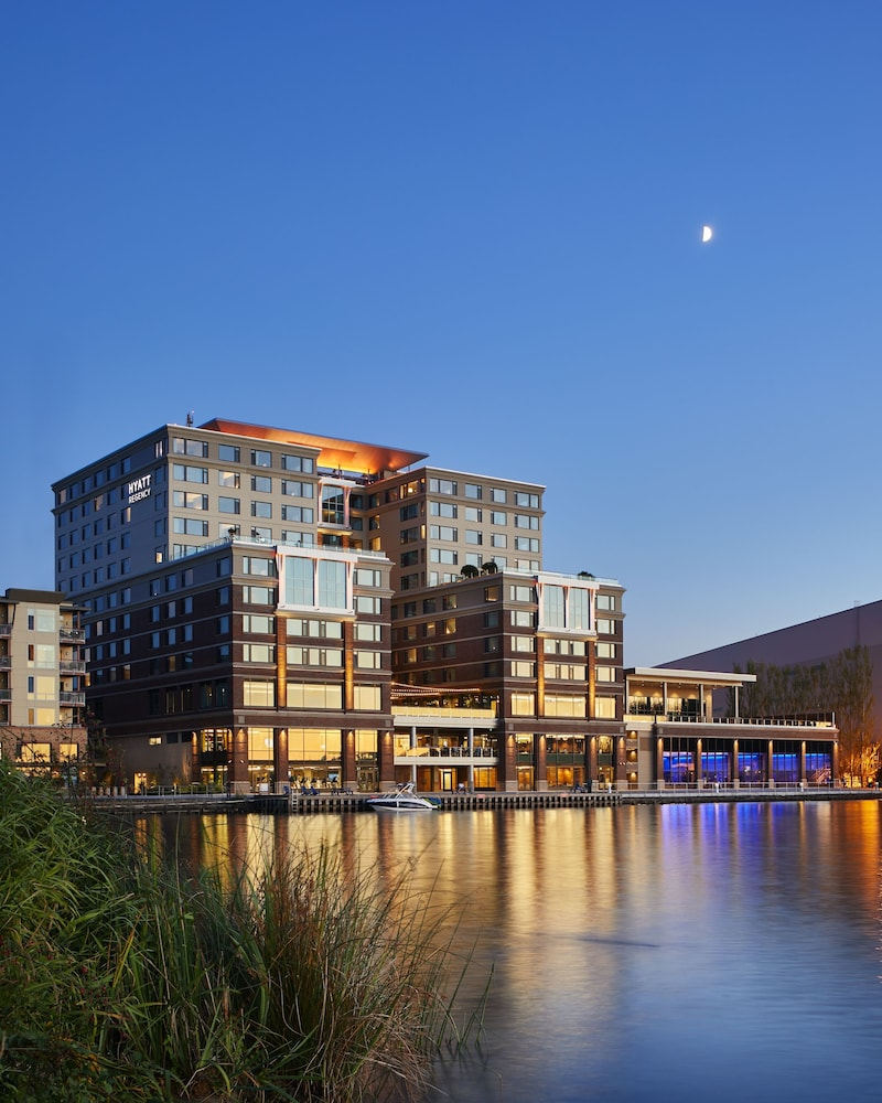 Front of Property - Evening/Night, Hyatt Regency Lake Washington at Seattle's Southport