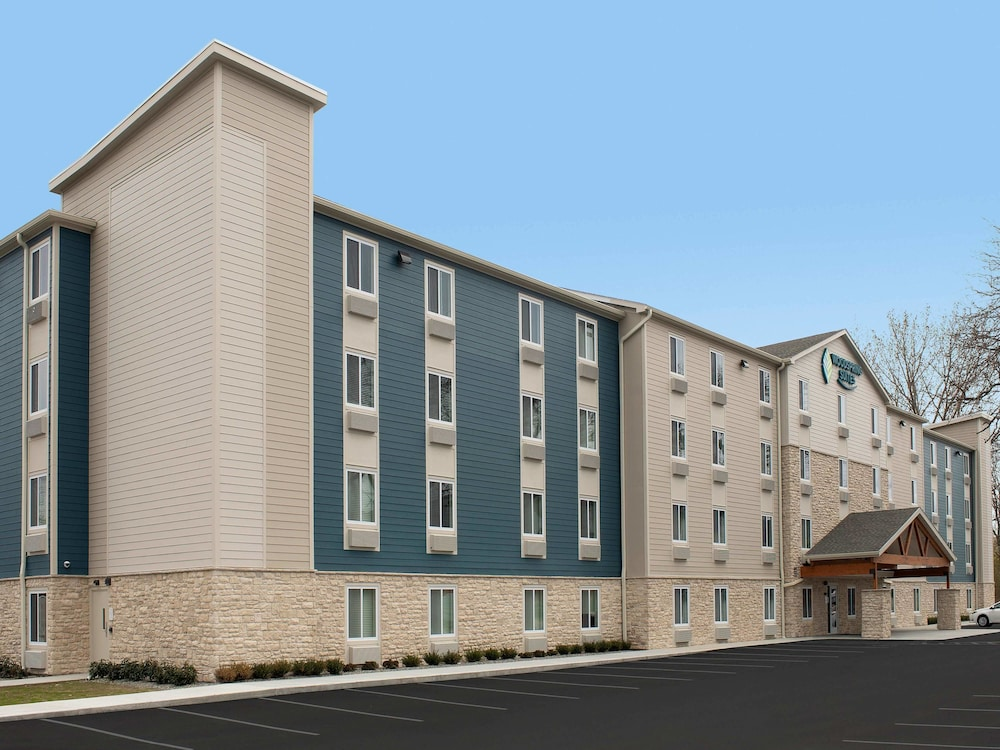 Parking, WoodSpring Suites Minneapolis Fridley