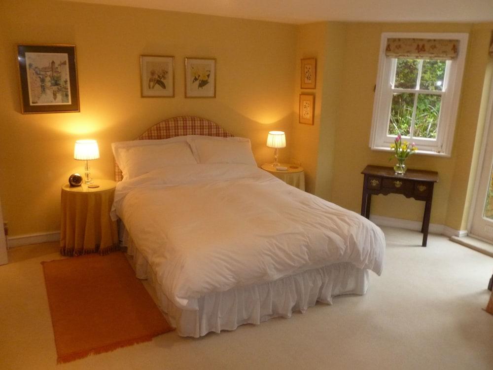 Laurel house gloucestershire united kingdom expedia for Laurel house