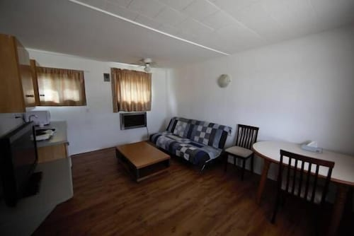Living Room, STAR MOTEL