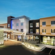 Fairfield Inn & Suites by Marriott Van Canton Area