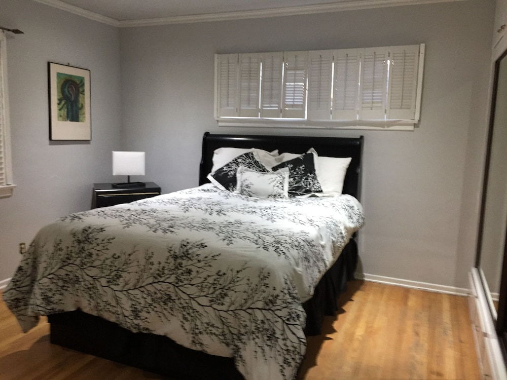 Lovely 2 Bedroom Home With Pool Van Nuys United States Of America Expedia