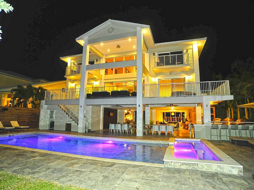 6 Bedroom Homes Inmi By Tmg