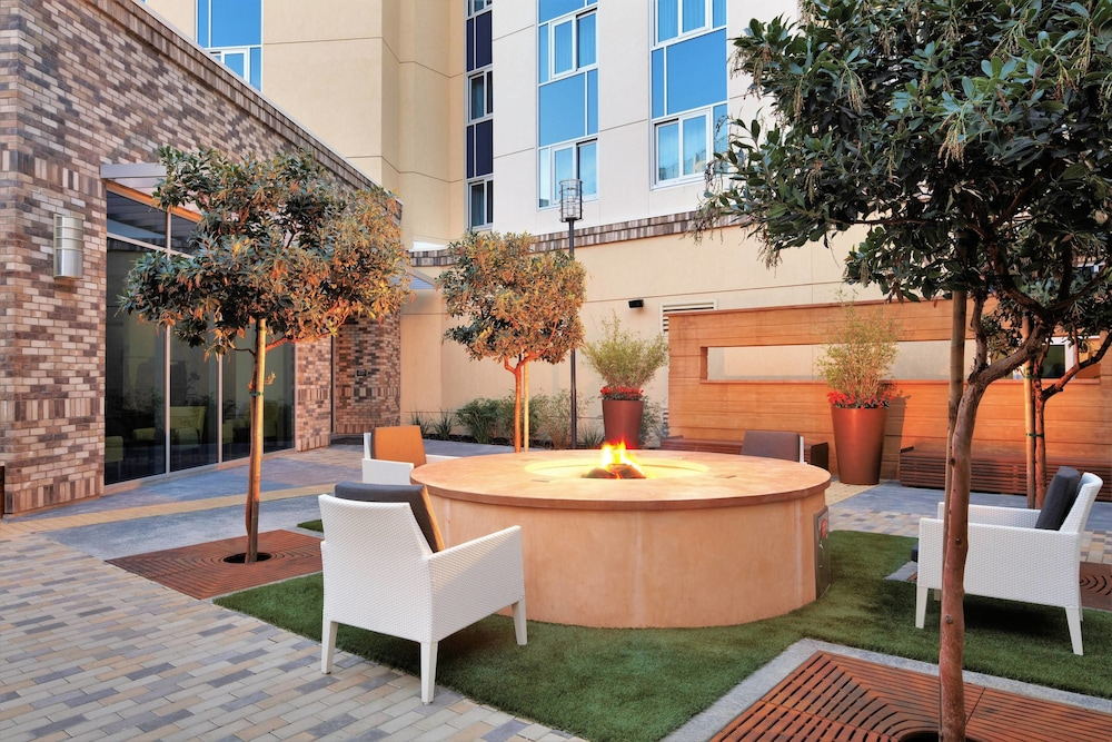Outdoor Dining, Residence Inn by Marriott San Jose Cupertino