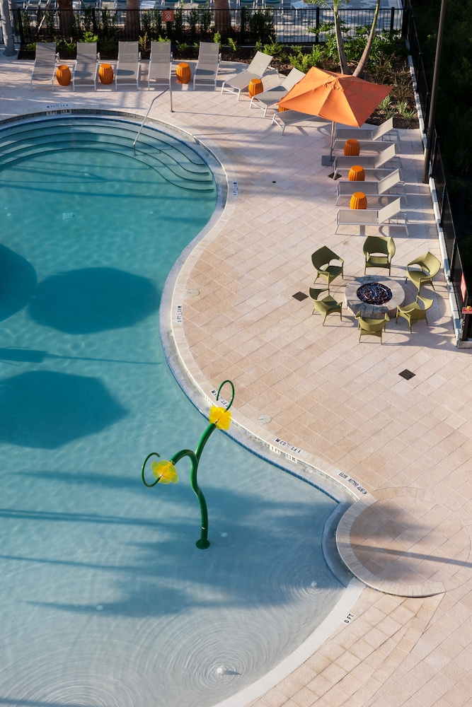 Outdoor Pool, TownePlace Suites by Marriott Orlando at SeaWorld