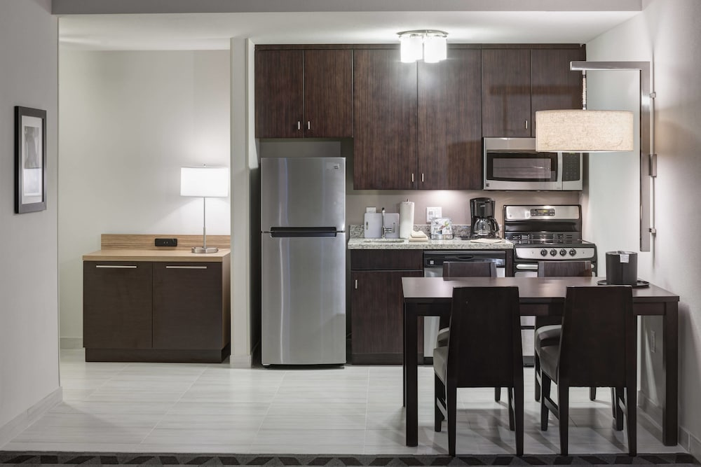 Private Kitchen, TownePlace Suites by Marriott Orlando at SeaWorld