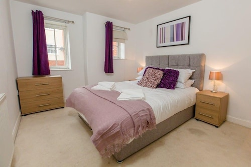 1.3 km From the Center of Colchester With Internet, Parking, Washing Machine