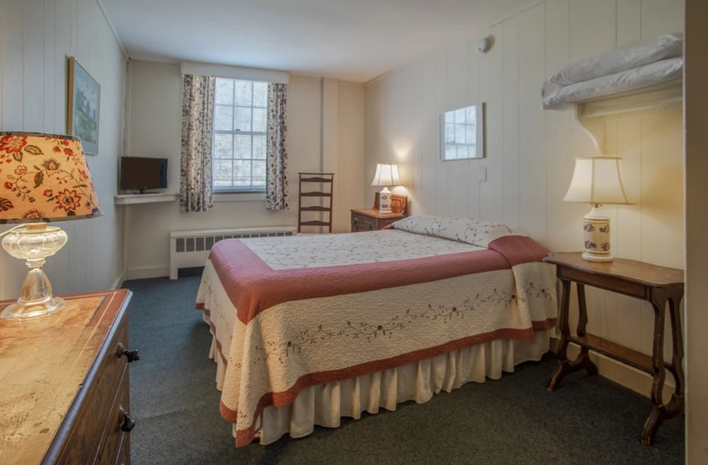 Room, Old Red Mill Inn