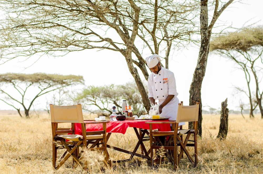 Outdoor Dining, Mawe Luxury Tented Camp