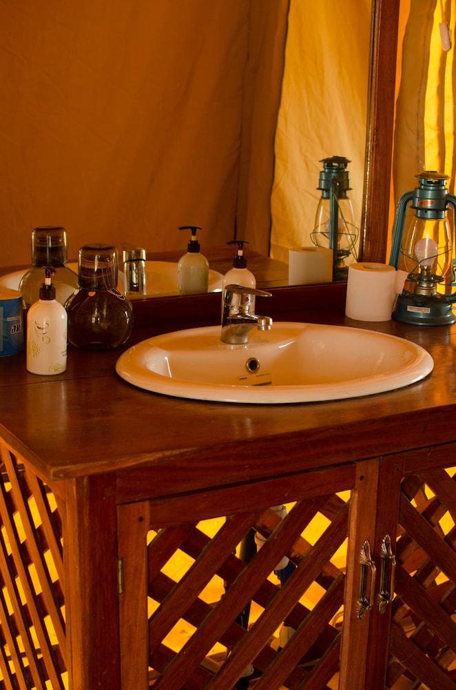 Bathroom Sink, Mawe Luxury Tented Camp