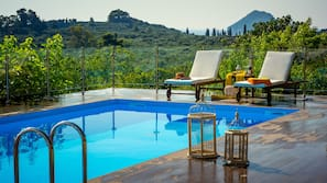 Seasonal outdoor pool, open 7:00 AM to 9:00 PM, pool loungers