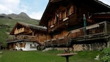 Cozy fully serviced Twin Chalets - Bagnes Hotels