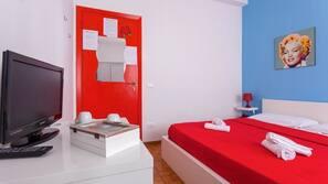 Sängtillbehör av högsta kvalitet och värdeförvaringsskåp på rummet