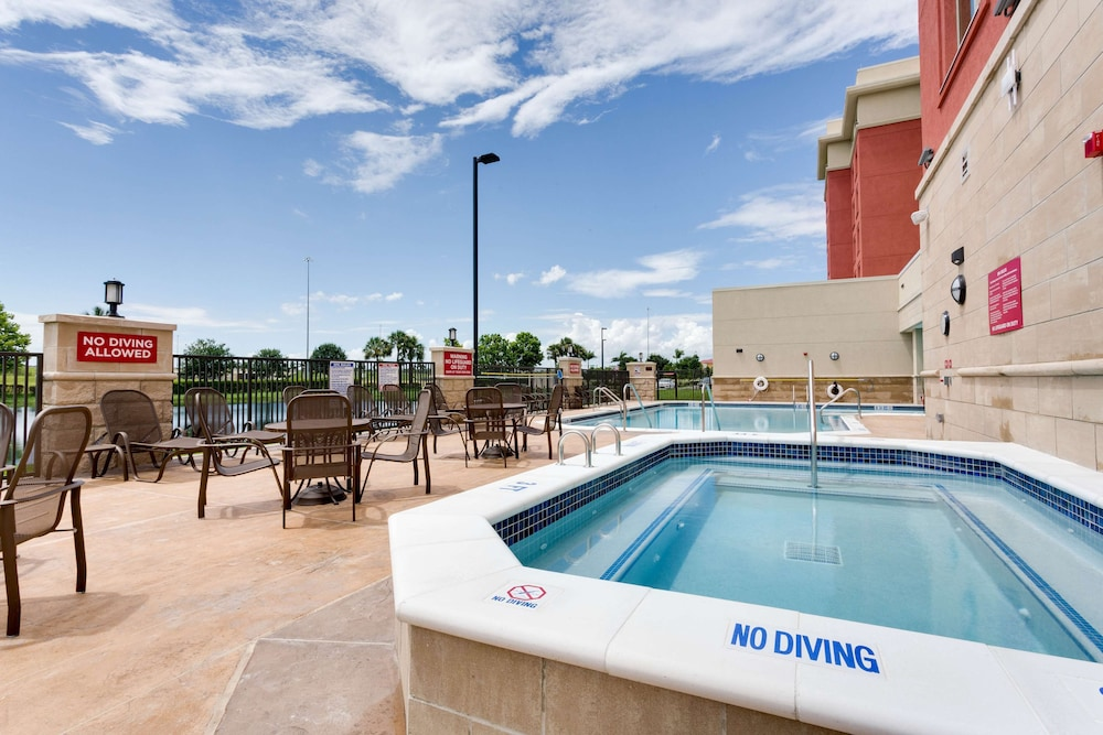 Pool, Drury Inn & Suites Fort Myers Airport FGCU