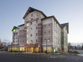 Holiday Inn Express & Suites Seattle South - Tukwila, an IHG Hotel