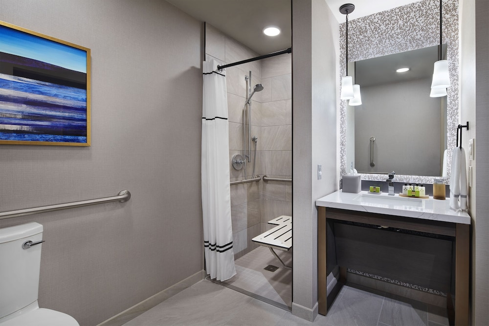 Bathroom, InterContinental Minneapolis - St. Paul Airport, an IHG Hotel