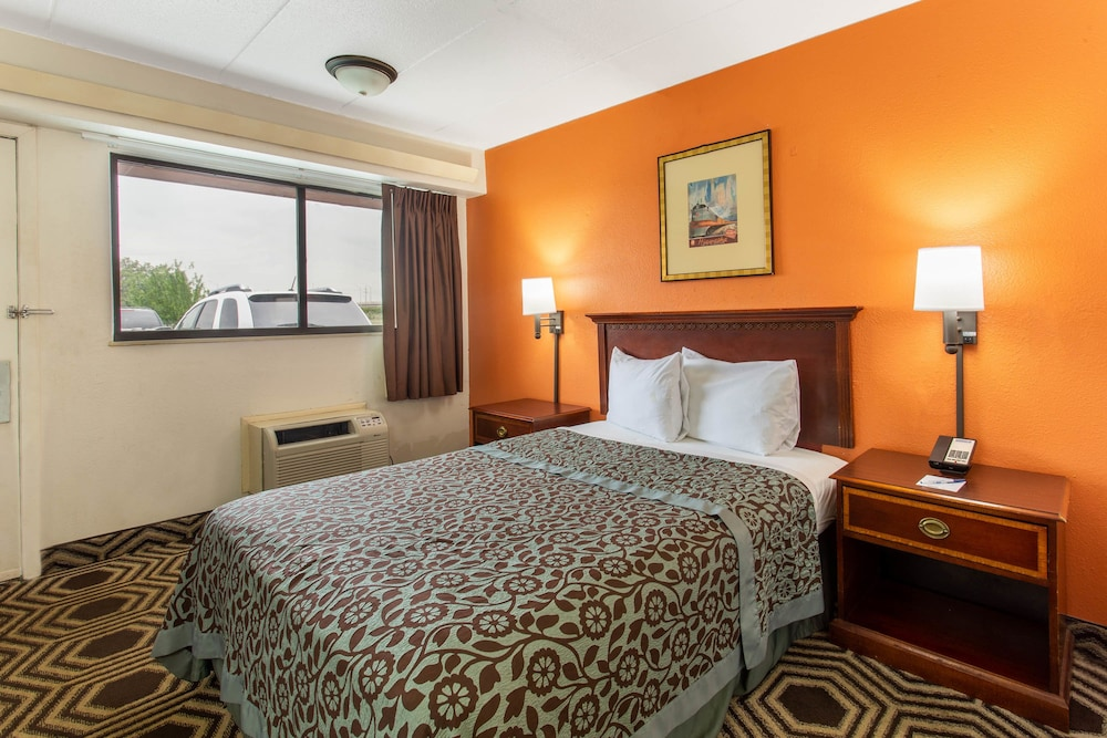 Room, Travelodge by Wyndham Chicago - South Holland