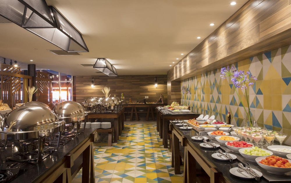 Buffet, Residence by Krystal Grand All Inclusive