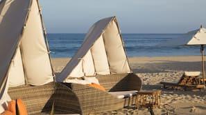 Beach nearby, sun-loungers, beach towels, beach volleyball