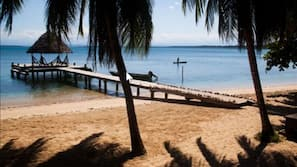 Plage, sable blanc, chaises longues, plongée sous-marine