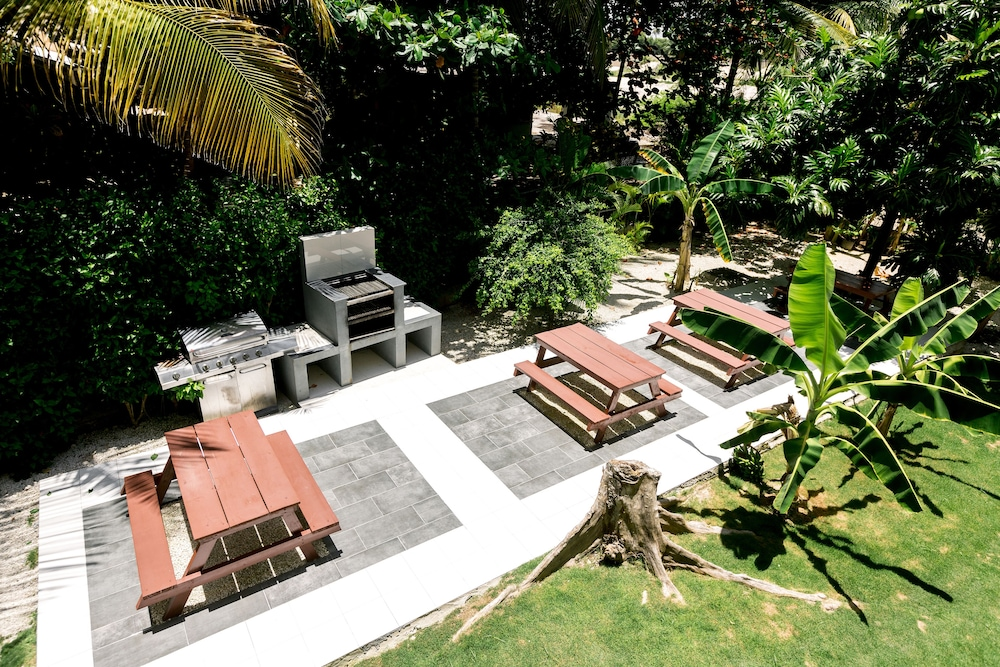 BBQ/Picnic Area, Hotel Tropicana Suites Deluxe Beach Club & Pool