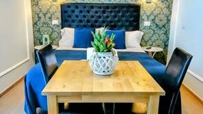 Individuell eingerichtet, Schreibtisch, Bügeleisen/Bügelbrett