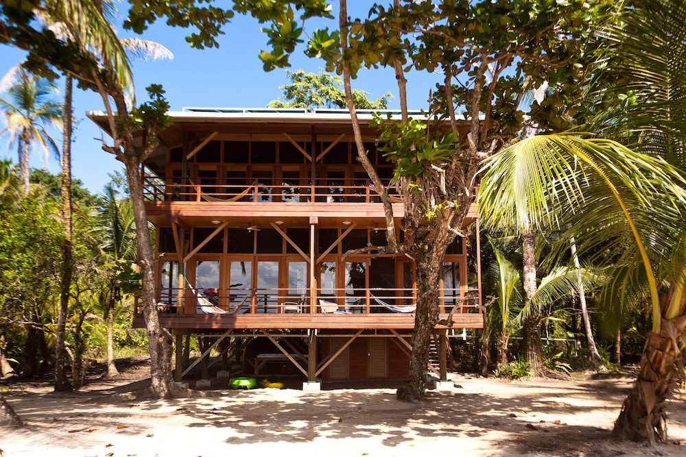 Front of Property, Residencia Natural