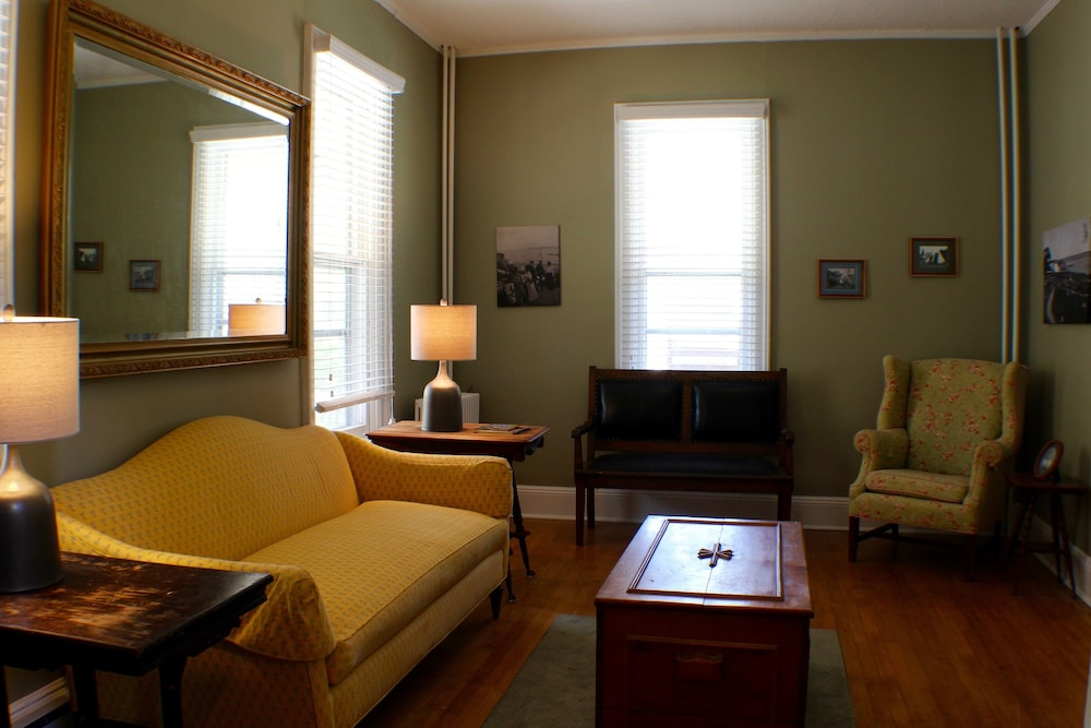 Pine Cottage Bed Breakfast In Mackinac Island Cheap Hotel Deals