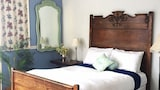 Pine Cottage Bed & Breakfast - Mackinac Island Hotels