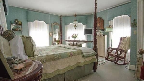 高級寢具、書桌、熨斗/熨衫板、免費嬰兒床