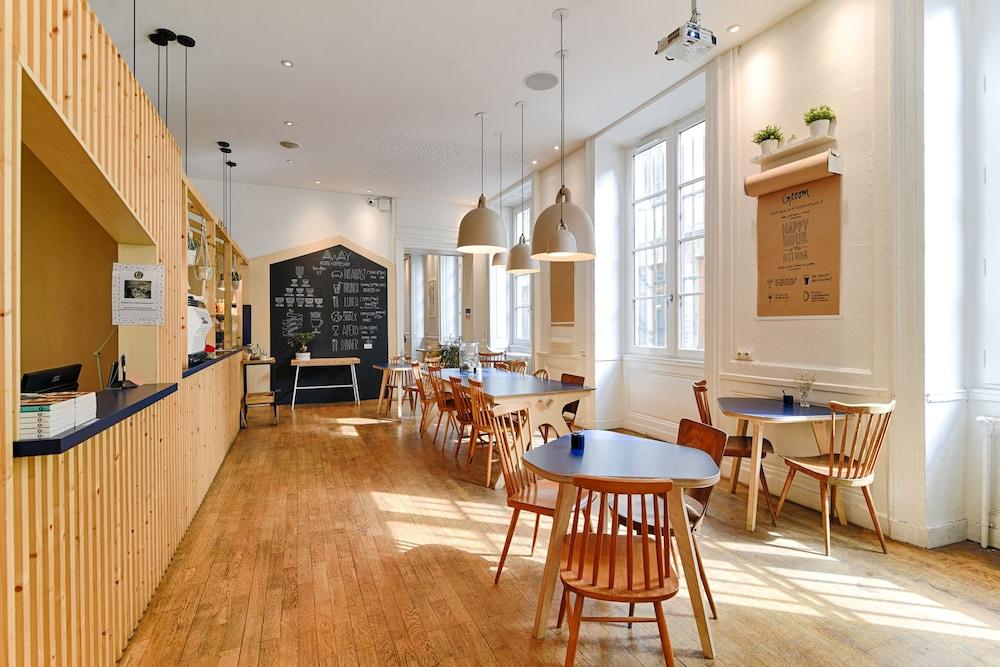 away hostel coffee shop lyon hotelbewertungen 2019. Black Bedroom Furniture Sets. Home Design Ideas