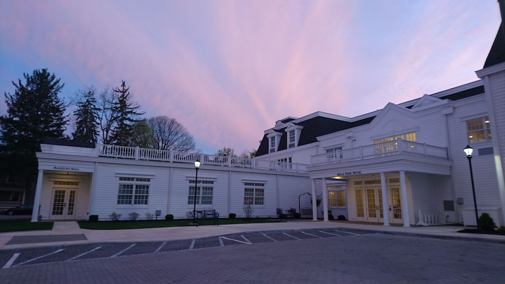 Front of Property - Evening/Night, Mills Park Hotel