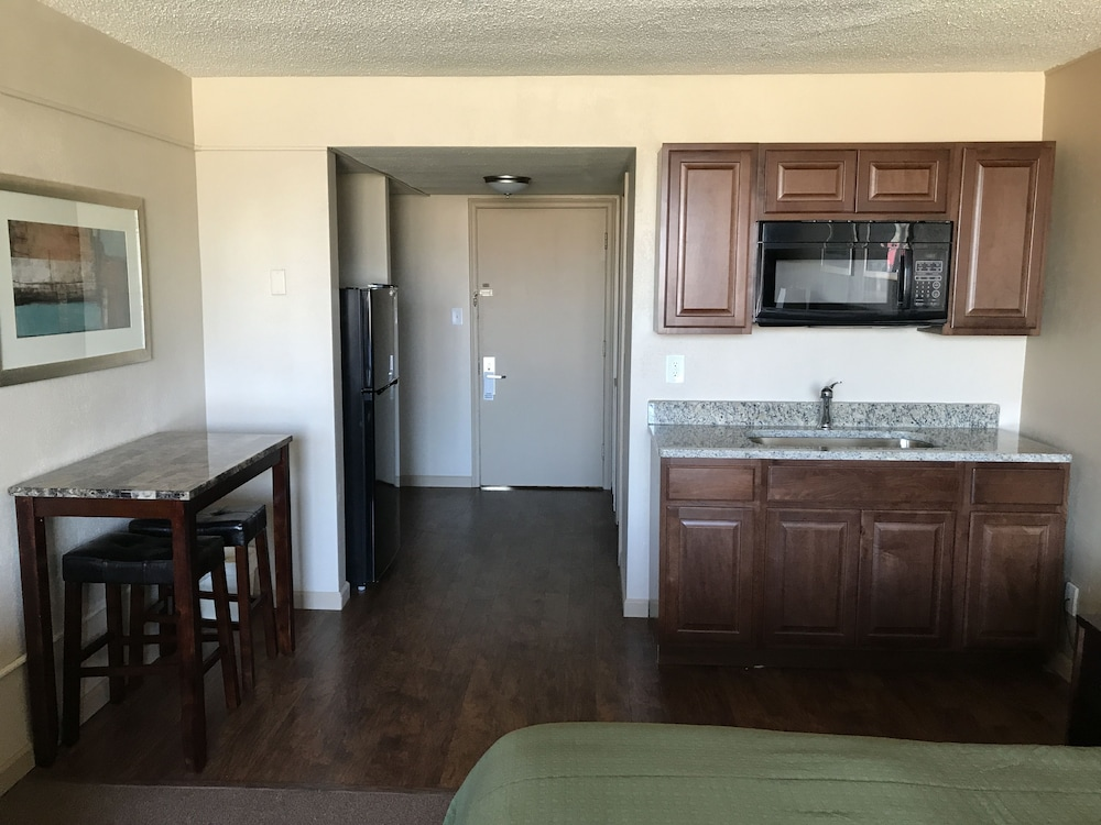 In-Room Dining, Allen Park Motor Lodge
