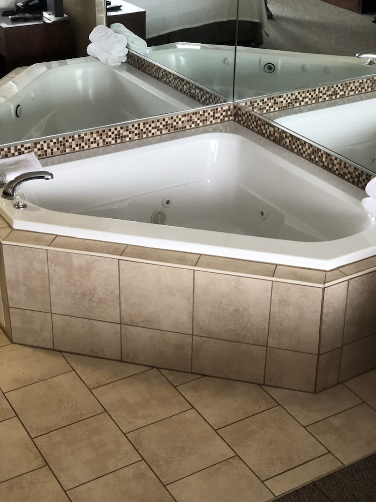Jetted Tub, Allen Park Motor Lodge
