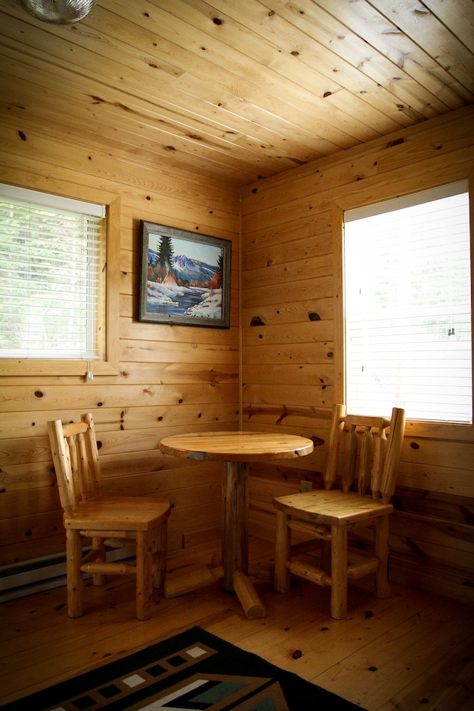 In-Room Dining, Cole Cabins